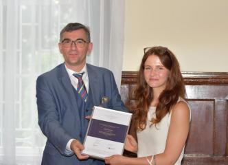 S. E. Prof. zw. dr hab. Andrzej Przyłębski, Gabi Manns (laureatka Naukowej Nagrody Ambasadora w kategori prace magisterskie)