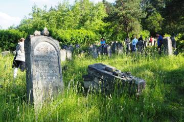 Der Jüdischer Friedhof in Józefów, angelegt im 18. Jahrhundert, ist einer der ältesten erhaltenen jüdischen Friedhöfe in der Region um Lublin.